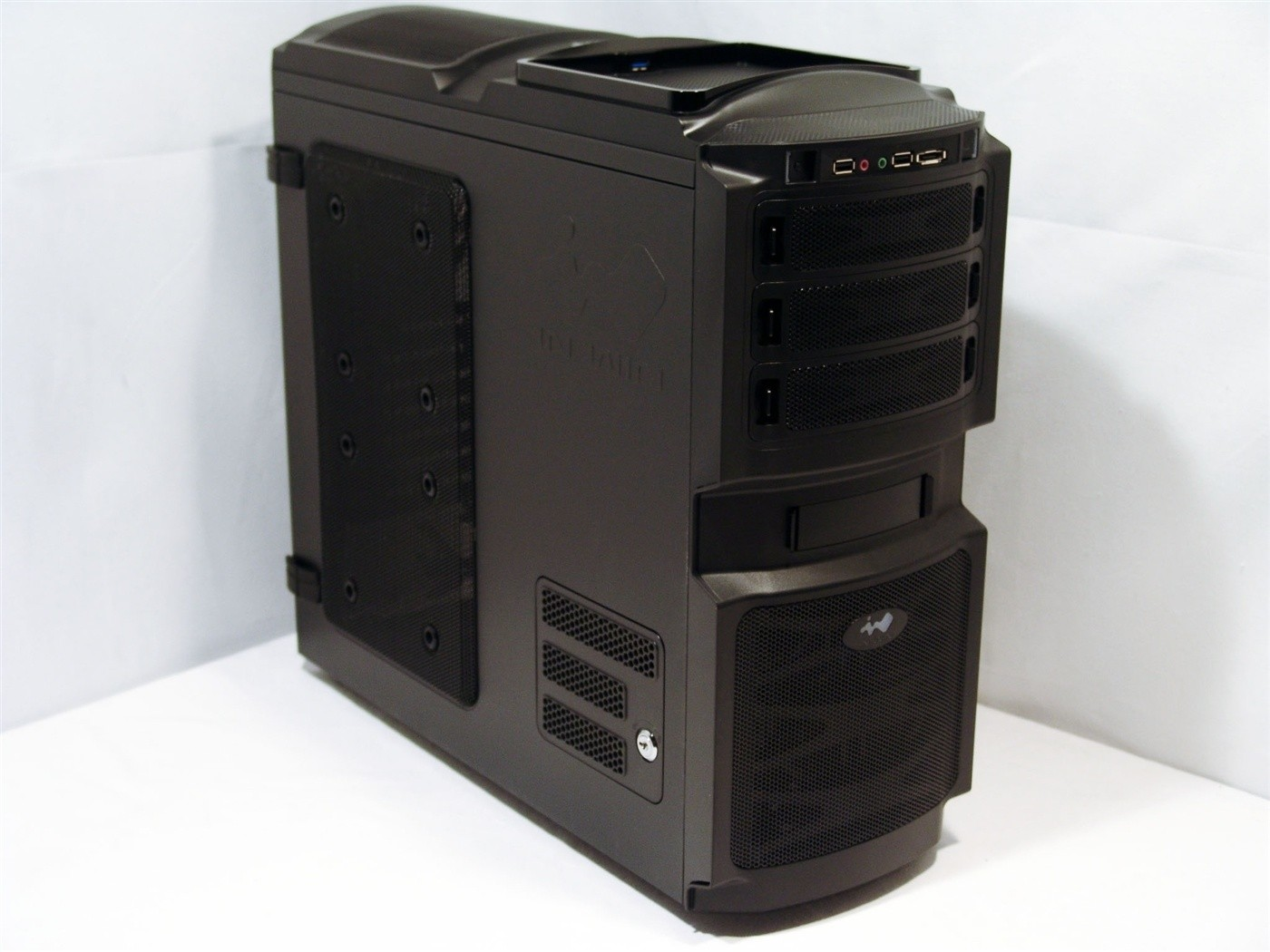 in_win_buc_mid_tower_chassis_review
