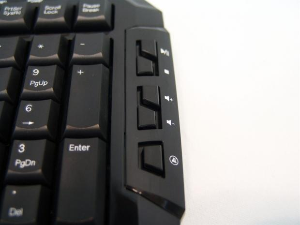 sharkoon_skiller_gaming_keyboard_review