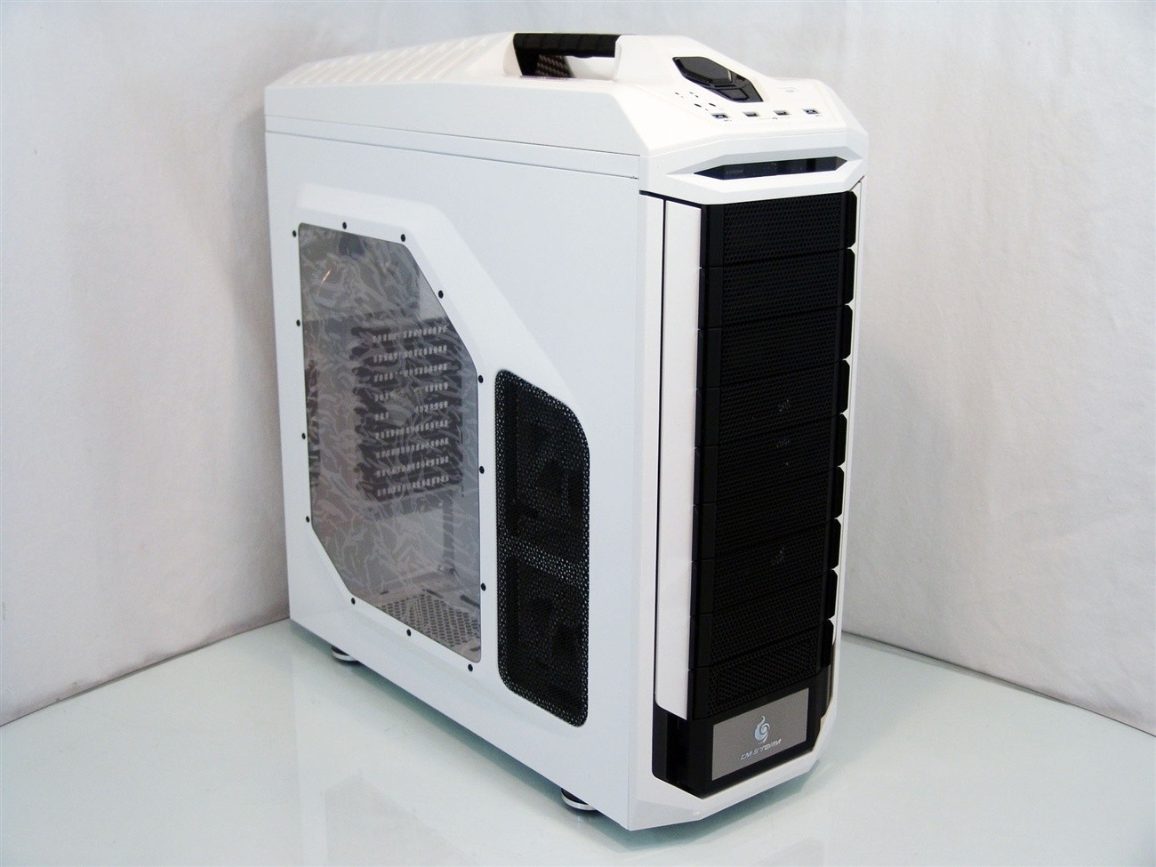 cooler_master_storm_stryker_full_tower_chassis_review