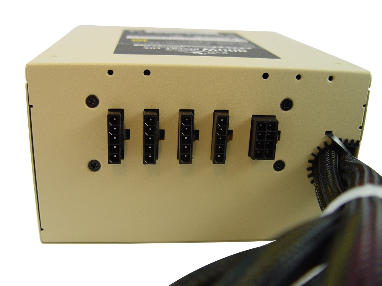 inwin_commander_iii_800w_80_plus_gold_power_supply_review