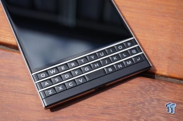 blackberry_passport_smartphone_unboxing_first_impressions_11