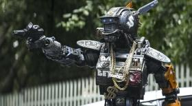 chappie-2015-cinema-movie-review_04