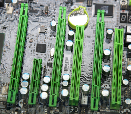 DFI exclusively shows us its LANPARTY UT X58 mobo