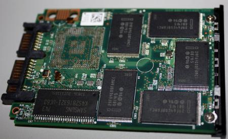 Intel's mainstream X18-M 80GB SSD poses for press