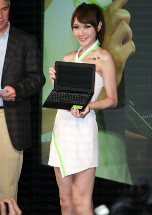 NVIDIA girls show off early Tegra based HD MIDs