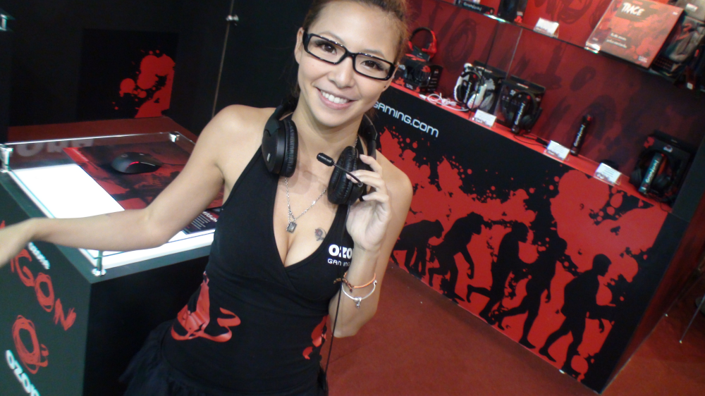 computex_taipei_2011_booth_babe_photos_on_our_facebook_page