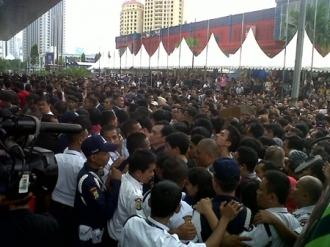 blackberry_launch_in_indonesia_ends_in_a_riot