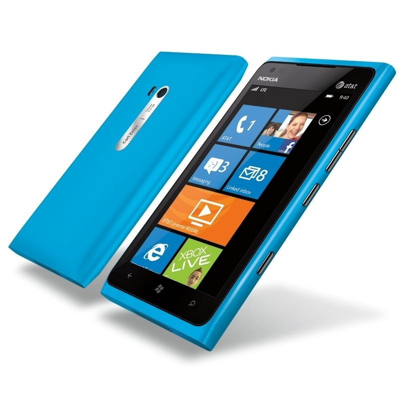 nokia_lumia_900_arrives_in_the_u_s_with_lte_at_at_t