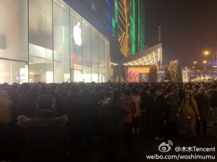 iphone_4s_launch_in_china_massive_queues_worries_about_scalpers