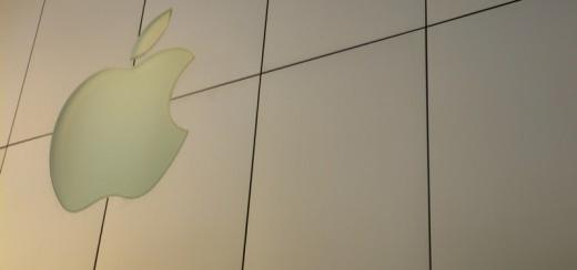 woman_sues_apple_after_breaking_her_nose_on_glass_fronted_apple_store
