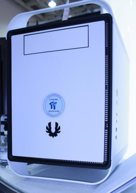 bitfenix_introduce_prodigy_mini_itx_with_handles_and_good_looks