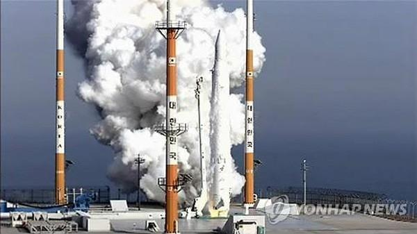 south_korea_builds_their_own_rocket_and_satellite_successfully_sends_it_into_space