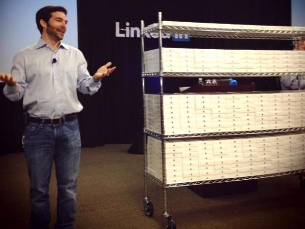 linkedin_ceo_in_good_mood_gives_ipad_mini_to_every_employee