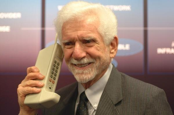 today_is_the_40th_anniversary_of_the_very_first_cellular_phone_call