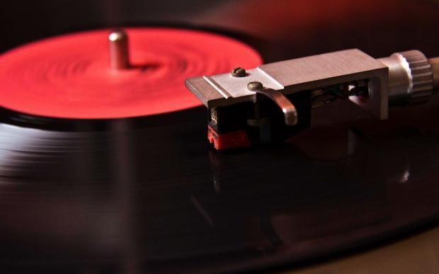 amazon_to_expand_its_auto_rip_service_to_include_vinyl_records