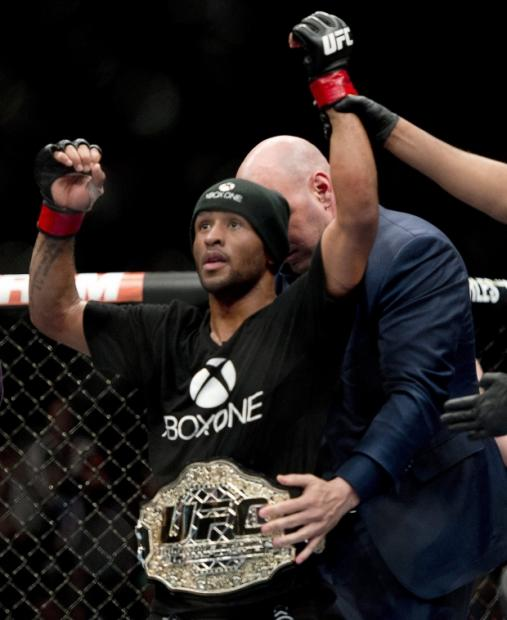 demetrious_mighty_mouse_johnson_defends_ufc_flyweight_championship_01