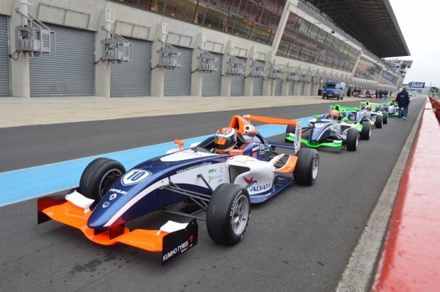 adata-changes-up-exposure-sponsors-racing-driver_041
