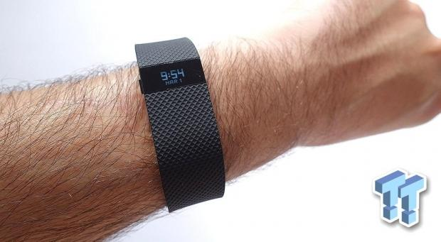 jawbone-sues-fitbit-fitness-trackers-go-war_01