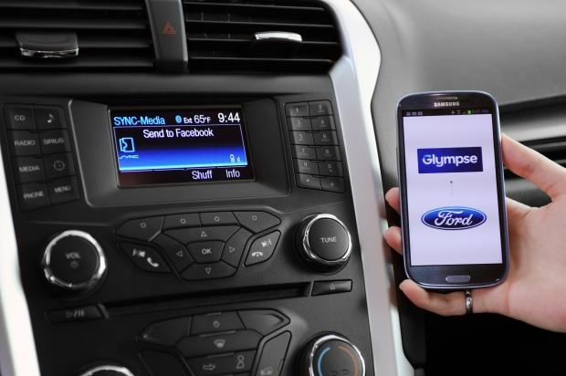 ford-support-wearables-mobile-tech-vehicles_01