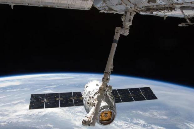 elon-musk-provide-everyone-earth-internet-space_04