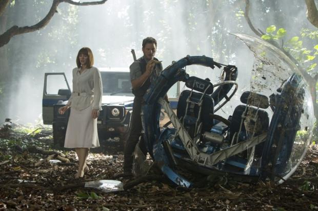 jurassic-world-slaughters-box-office-sets-global-opening-record_01