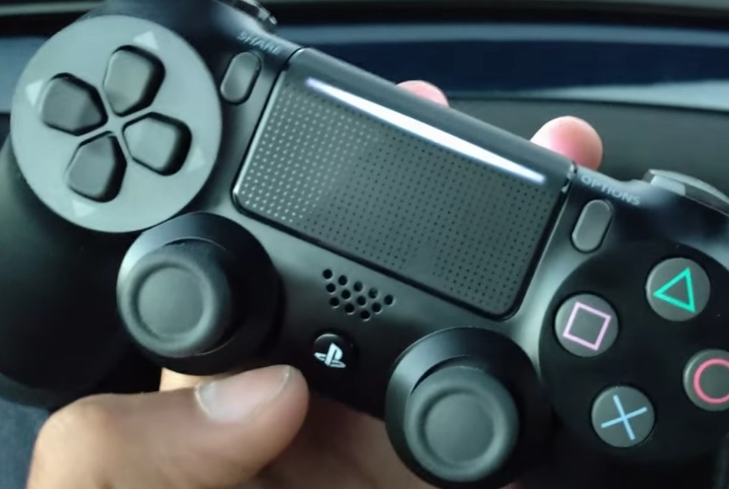 PS4 Slim's new DualShock 4 controller has two lightbars?