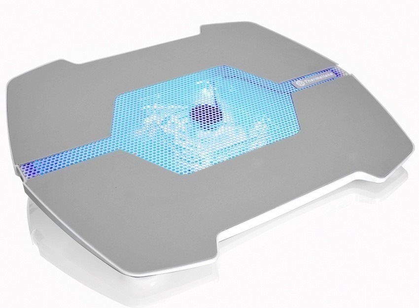 thermaltake_announces_lifecool_notebook_cooling_pad