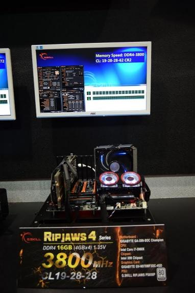 skill-showcases-ultimate-ddr4-memory-multiple-configurations-computex-2015_073