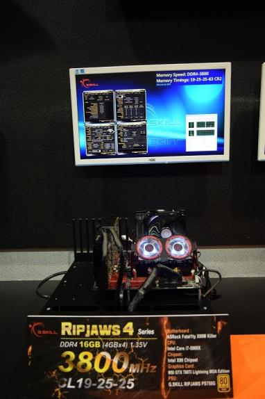 skill-showcases-ultimate-ddr4-memory-multiple-configurations-computex-2015_074